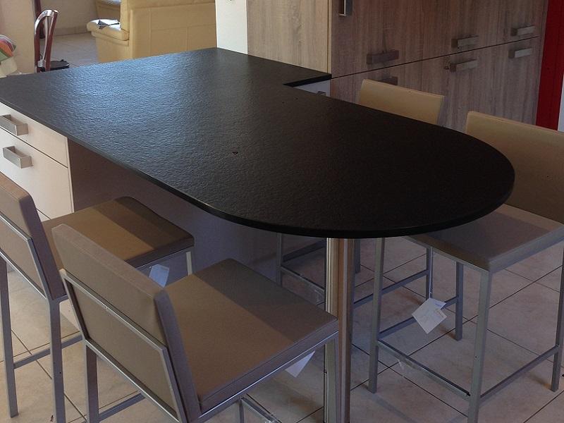TABLE 1/2 RONDE EN GRANIT